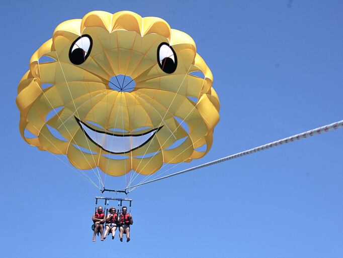 parasailing-in-roses